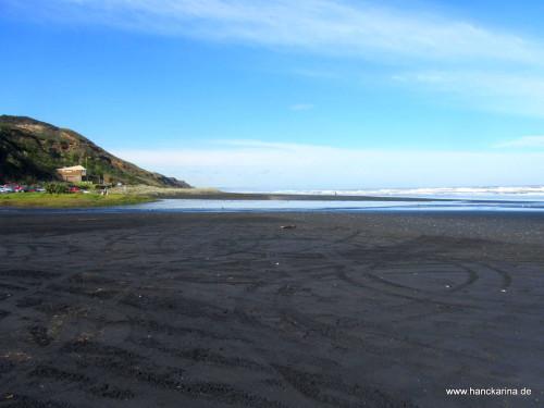 Karioitahi-Beach