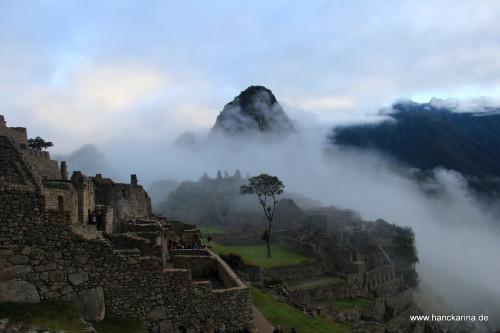 Machu Picchu schält sich aus dem Nebel