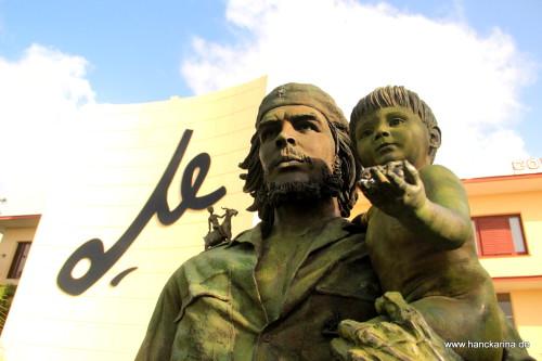 Estatua Che y Nino