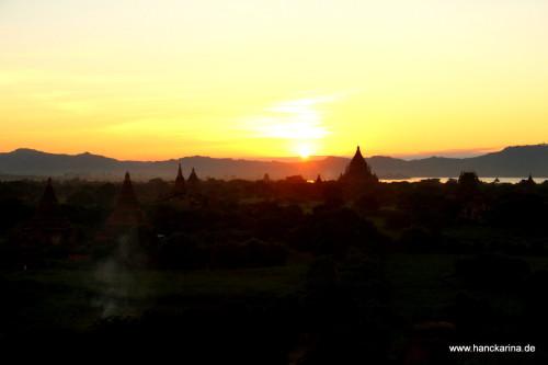 Sonnenuntergang von der Shwesandaw-Pagode aus