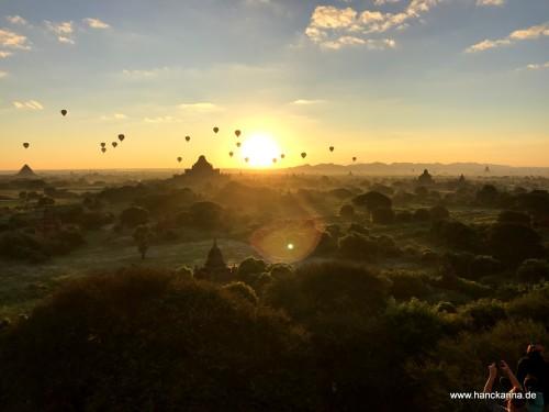 Sonnenaufgang von der Shwesandaw-Pagode aus